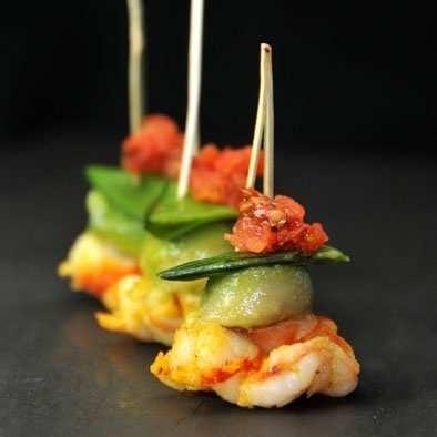 Gambas bille d'avocat et pois gourmand croquants pour vos menus de réceptions haut de gamme.