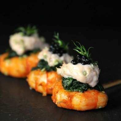 Gambas graines de sésame et épinards frais : produits de saisons pour vos réceptions et diners privés.