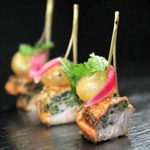 Navet de magret de canard, vinaigre de framboise : cocktail contemporain avec des produits frais pour vos événements privés à Paris.