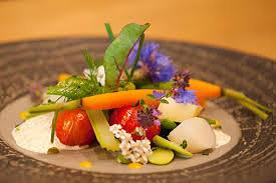 Filet de poisson blanc, éclat du potager pour votre menu de mariage sans viande.