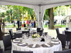 Réception chic et haut de gamme pour que votre mariage soit le plus beau jour de votre vie.